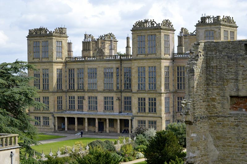 family self catering accommodation near Hardwick Hall